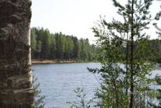 Рядом с Гладкое-Рахья расположен Коттеджный поселок  Ириновский