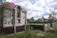 Рядом с Liss Village расположен Коттеджный поселок  Отрадный Берег