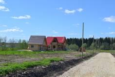 Рядом с Оредеж расположен Коттеджный поселок  Чикинское озеро