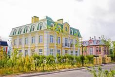 Рядом с Лахтинский Пассаж расположен Коттеджный поселок  Северный Версаль