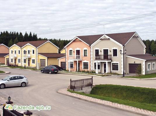 Малоэтажный жилой комплекс Петровский Квартал, Всеволожский район. Актуальное фото.