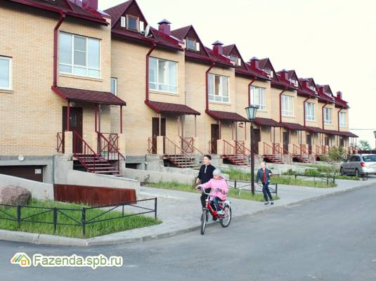 Малоэтажный жилой комплекс Ижорская линия-3, Гатчинский район. Актуальное фото.