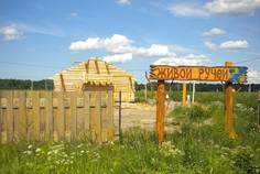 Рядом с Солнечная поляна расположен Коттеджный поселок  Живой Ручей