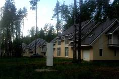 Рядом с Золотые купола расположен Коттеджный поселок  Лесной Парк