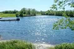 Рядом с Дивное озеро расположен Коттеджный поселок  Лесное