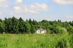 Рядом с Острова расположен Коттеджный поселок  Лесная Сказка