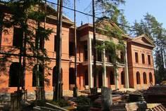 Рядом с Репинские дачи расположен Коттеджный поселок  Репино