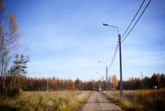 Рядом с Лес Поле расположен Коттеджный поселок  Opushka