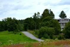 Рядом с Финские холмы расположен Коттеджный поселок  Невский
