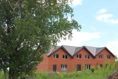 Рядом с Апрель расположен Малоэтажный жилой комплекс Солнечный Поселок