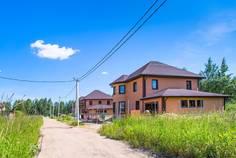 Рядом с LESO Парк расположен Коттеджный поселок  Рыжики