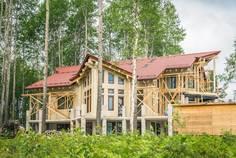 Рядом с Karelia Holiday Park расположен Коттеджный поселок  Александровские берега
