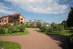 Рядом с Парнас /Моя стихия/ расположен Малоэтажный жилой комплекс Новая Скандинавия