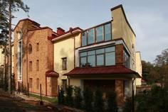 Рядом с Усадьба у озера расположен Малоэтажный жилой комплекс Ивановская горка