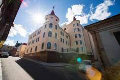Рядом с Замок Скандинавии расположен Малоэтажный жилой комплекс LINNA