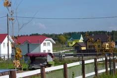 Рядом с Дмитрово расположен Коттеджный поселок  Остров