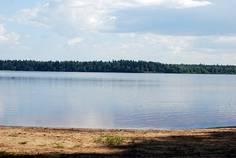 Рядом с Полесье расположен Коттеджный поселок  Приозёрное