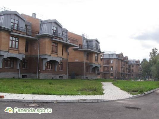Малоэтажный жилой комплекс Заречье, Пушкинский район. Актуальное фото.