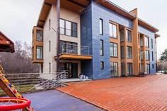 Рядом с Лахтинский Пассаж расположен Малоэтажный жилой комплекс На ул. Шарова
