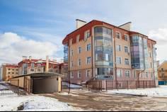 Рядом с Прибрежный квартал расположен Малоэтажный жилой комплекс Лесная дача