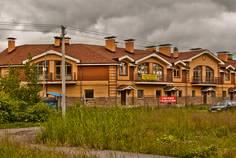 Рядом с Малое Карлино 2 расположен Малоэтажный жилой комплекс Кузьминское Плато