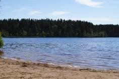 Рядом с Старое Приветнинское расположен Коттеджный поселок  Красное Озеро