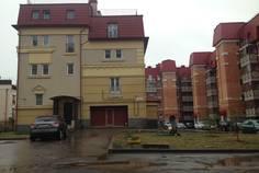 Рядом с Duderhof Club расположен Малоэтажный жилой комплекс Константиновское
