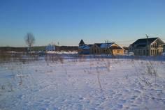 Рядом с Петровские Сады расположен Коттеджный поселок  Луговое
