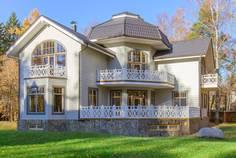 Рядом с Granholm Village расположен Коттеджный поселок  Мариньи