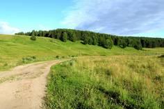 Рядом с 5 холмов расположен Коттеджный поселок  Финские дачи