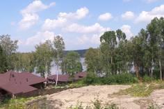 Рядом с Лосось и Окунь расположен Коттеджный поселок  Сосны