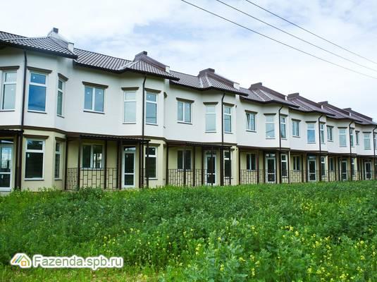 Малоэтажный жилой комплекс Солнечный остров, Ломоносовский район. Актуальное фото.