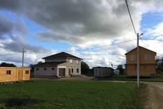 Рядом с Покровское расположен Коттеджный поселок  Павловские Дачи