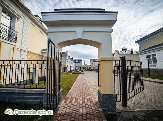 Малоэтажный жилой комплекс Александровский, Пушкинский район. Актуальное фото.