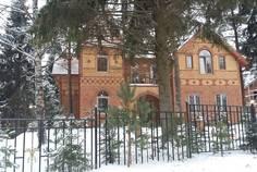 Рядом с Дом в пос. Вартемяги расположен Коттеджный поселок  Golden Park Шувалово