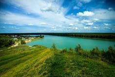 Рядом с Ладожский берег расположен Коттеджный поселок  Лазурные озёра