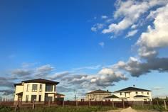 Рядом с Мариинская усадьба расположен Коттеджный поселок  Лазурное