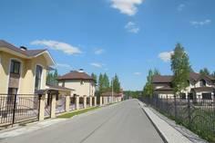 Рядом с Opushka расположен Коттеджный поселок  Юкковское