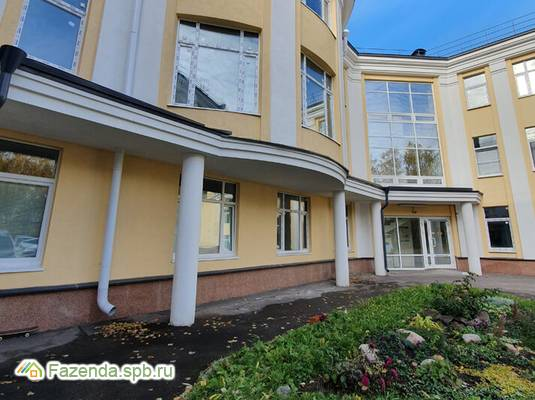 Малоэтажный жилой комплекс Династия, Петродворцовый СПб. Актуальное фото.