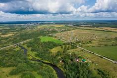 Рядом с Ульяновка расположен Коттеджный поселок  Лето