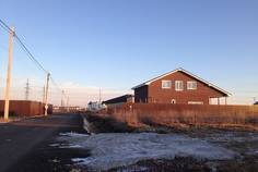 Рядом с Иннола парк расположен Коттеджный поселок  Изумрудный город